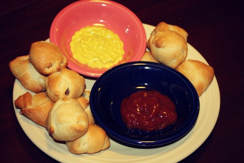 Easy Appetizers  Mini Crescent Roll Burgers