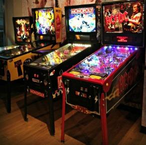 16 Bit Bar + Arcade
