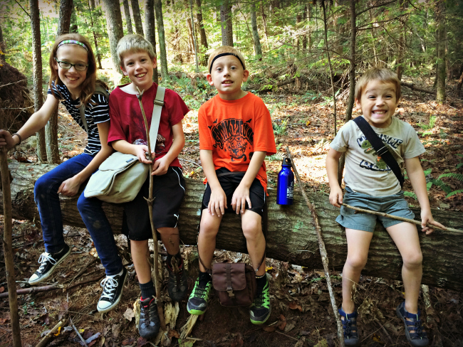 red-river-gorge-kids-on-a-log